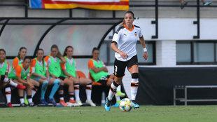 Paula Nicart, durante un partido con el Valencia.