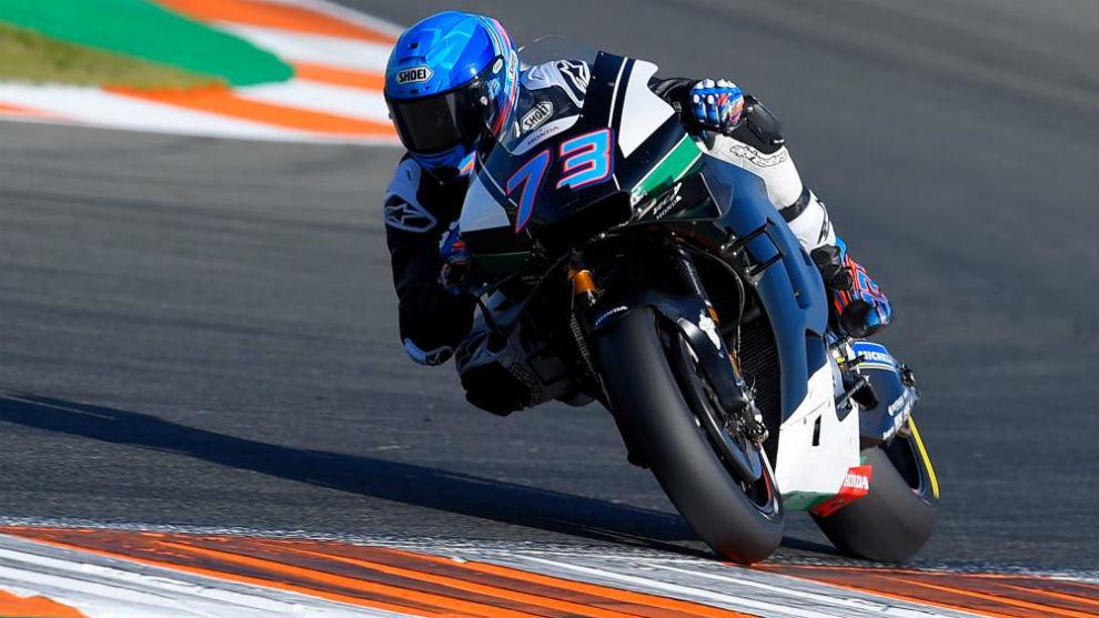 Álex Márquez, con la Honda de MotoGP, en los test celebrados en...