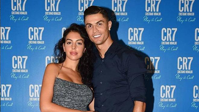La revista italiana Novella 2000 publica que Cristiano Ronaldo y...