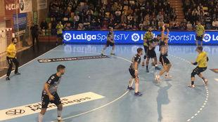 Un momento del partido entre el Cuenca y el Ademar /