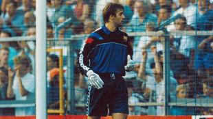 Lopetegui, defendiendo la portería del Barcelona.