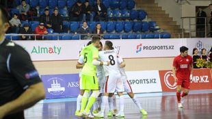 Los jugadores de ElPozo Murcia celebran uno de sus goles del partido.