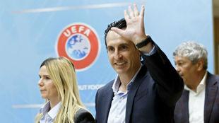 Unai Emery llega a un congreso de la UEFA.