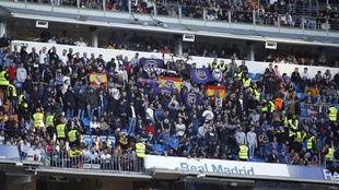 Ultras en la grada del Santiago Bernabéu durante el Real...