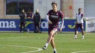 Pau Torres, durante un entrenamiento del Villareal en la ciudad...
