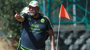 Ramón Raya, entrenador de la selección mexicana de playa.