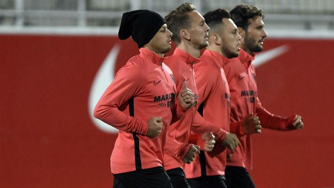Sevilla FC: Chicharito awaits his turn