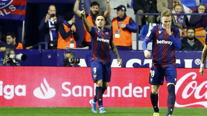 Roger celebra el primer gol del Levante.