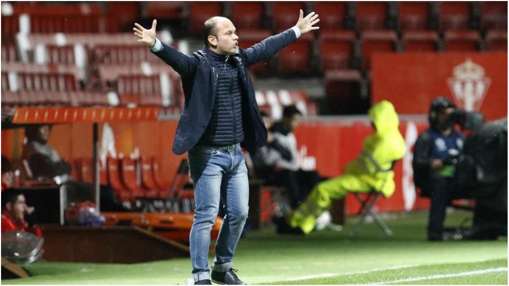 José Alberto gesticula durante el partido de hoy ante el Tenerife