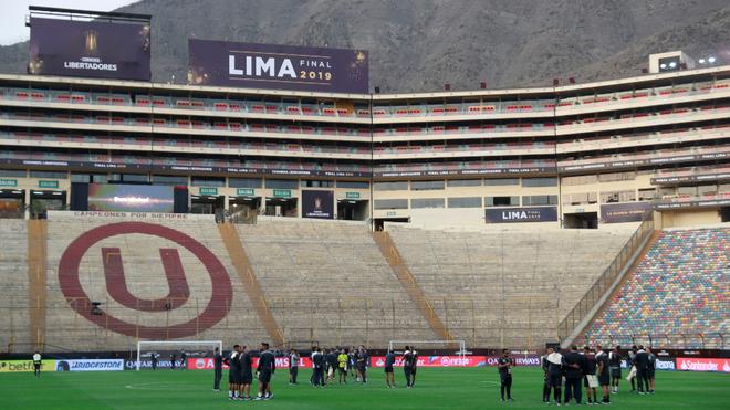 El Monumental de Lima ya recibió a los dos equipos.
