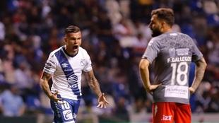 Christian Tabó festejando un gol del Puebla.