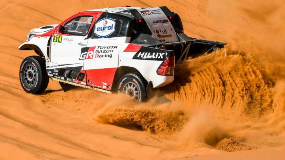 Alonso, con el 314 en su coche, en el pasado Rally de Marruecos.