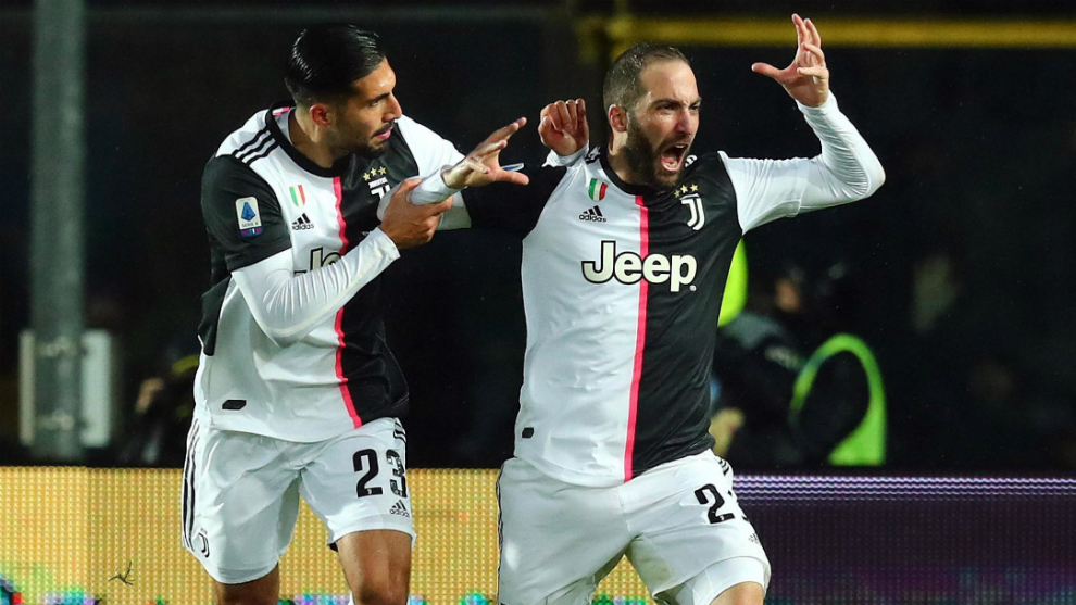 Higuaín celebra uno de sus dos goles al Atalanta
