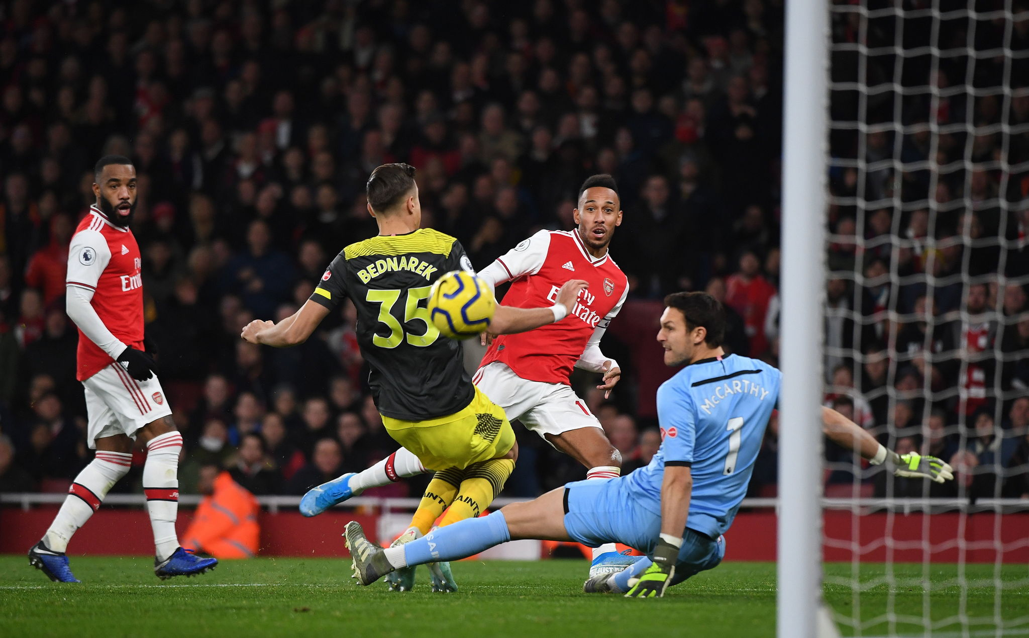 London (United Kingdom), 23/11/2019.- <HIT>Arsenal</HIT>s Pierre- Emerick Aubamemeyang (R) in action during the English Premier League soccer match between <HIT>Arsenal</HIT> and Southampton in London, Britain, 23 November 2019. (Reino Unido, Londres) EFE/EPA/ANDY RAIN EDITORIAL USE ONLY. No use with unauthorized audio, video, data, fixture lists, club/league logos or live services. Online in-match use limited to 120 images, no video emulation. No use in betting, games or single club/league/player publications