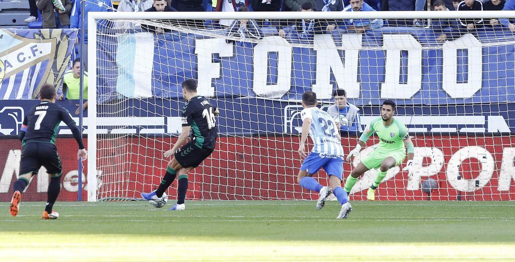 Fidel abre de penalti el marcador en La Rosaleda para el Elche