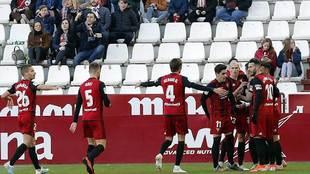 Los jugadores del Mirandés celebran uno de sus dos goles en Albacete