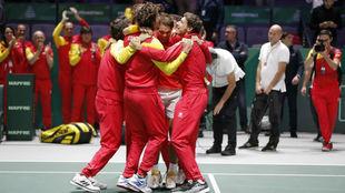 El equipo español celebra la consecución de la Davis.