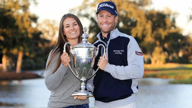 Tyler Duncan y su esposa.