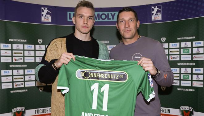 Lasse Andersson, con el director deportivo del Fuchse Berlín,...