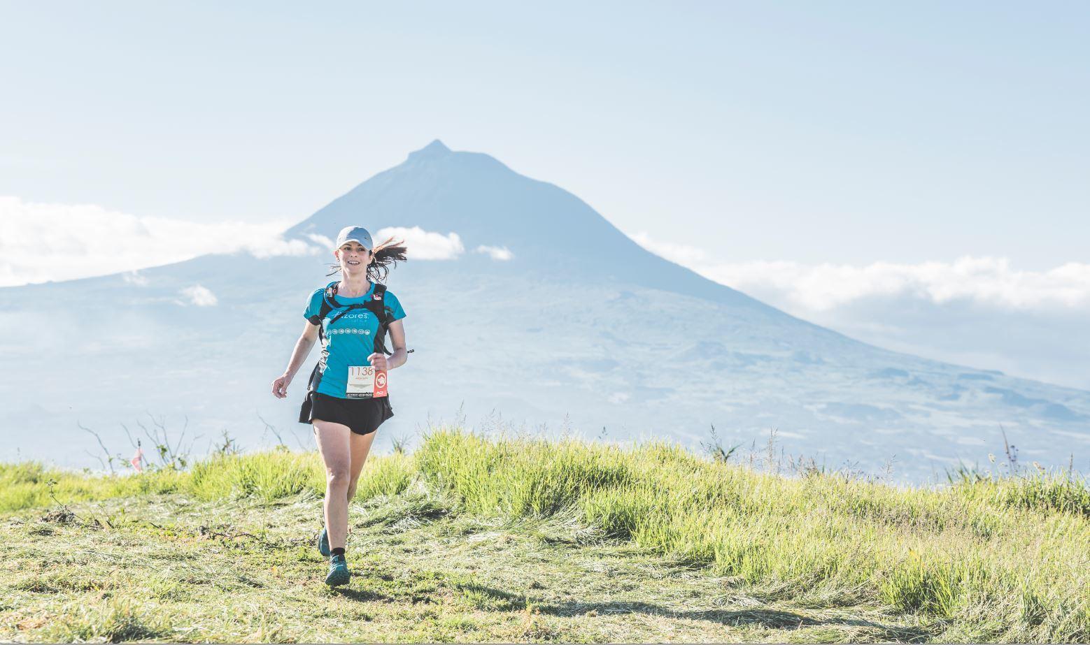 Una participante en el Azores Trail run - Volcanoes Trail.