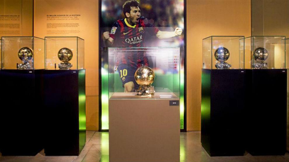 Los cinco Balones de Oro de Messi en el museo del FC Barcelona.
