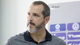 Sesé Rivero, técnico del CD Tenerife, tras una rueda de Prensa.