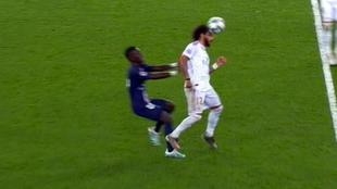 La falta pitada de Gueye que anuló el posible penalti