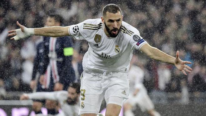 Benzema celebra su primer gol.
