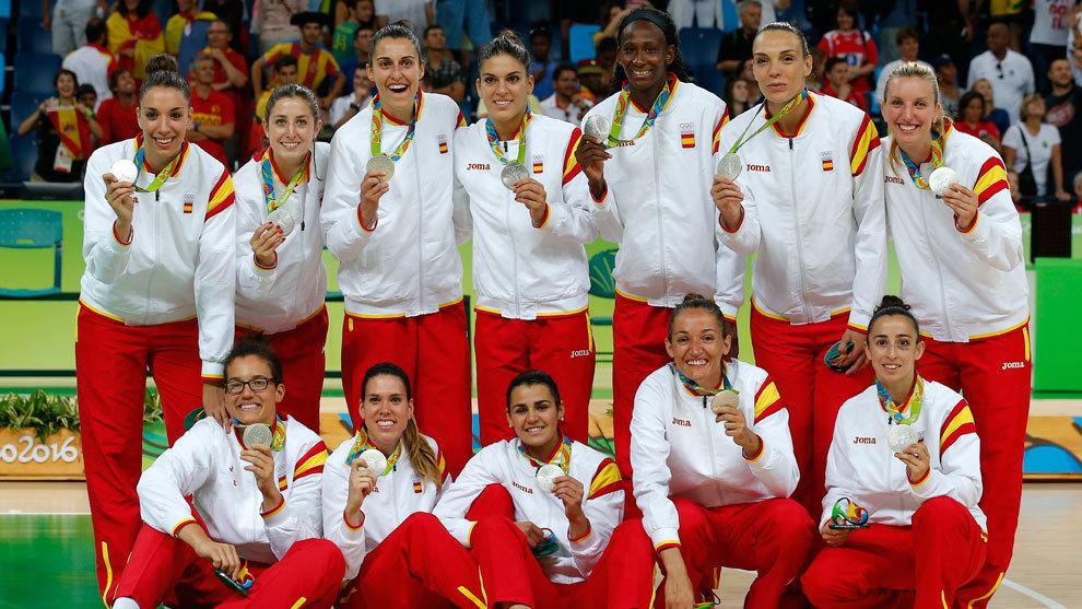 La selección española con la medalla de plata de los Juegos de Río