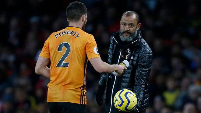 Doherty y Nuno, durante un partido de los Wolves.