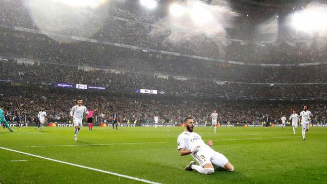 Benzema celebra un gol ante el PSG