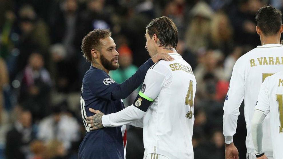 Neymar conversa con Ramos al final del partido del Bernabéu.