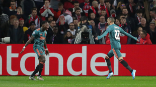 Promes y Ziyech le dieron el triunfo al Ajax sobre el Lille.