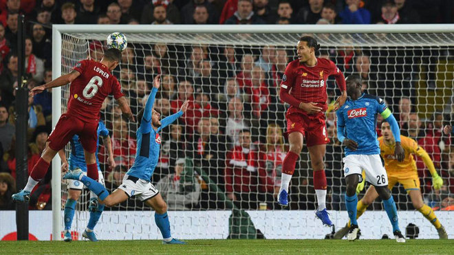 Lovren marca el 1-1 del Liverpool ante el Nápoles.