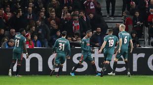 El Ajax de Edson Álvarez  derrotó, en un duelo complicado, al Lille.
