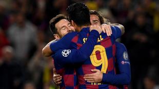 Messi, Suárez y Griezmann celebran uno de los goles.