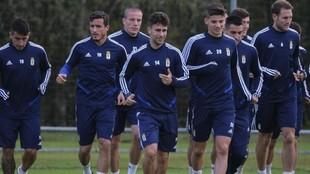 Los jugadores del Oviedo, durante un entrenamiento.