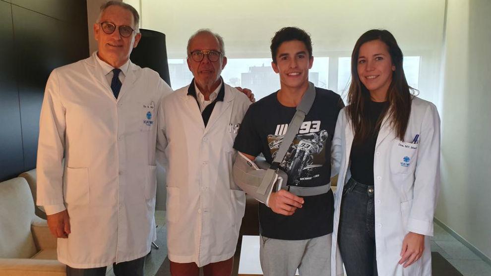 Mir, Víctor Marlet, Marc Márquez y Teresa Marlet, en Quirón-Dexeus.