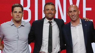 Robert Moreno, Luis Enrique y Rubiales, en la primera presentación de...