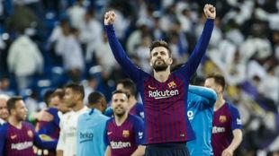 Piqué celebra el pase a la final tras eliinar al Madrid.