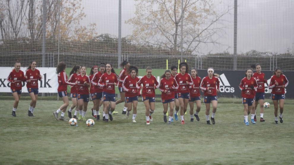 El equipo dirigido por Toña Is realiza un entrenamiento en Las Rozas.