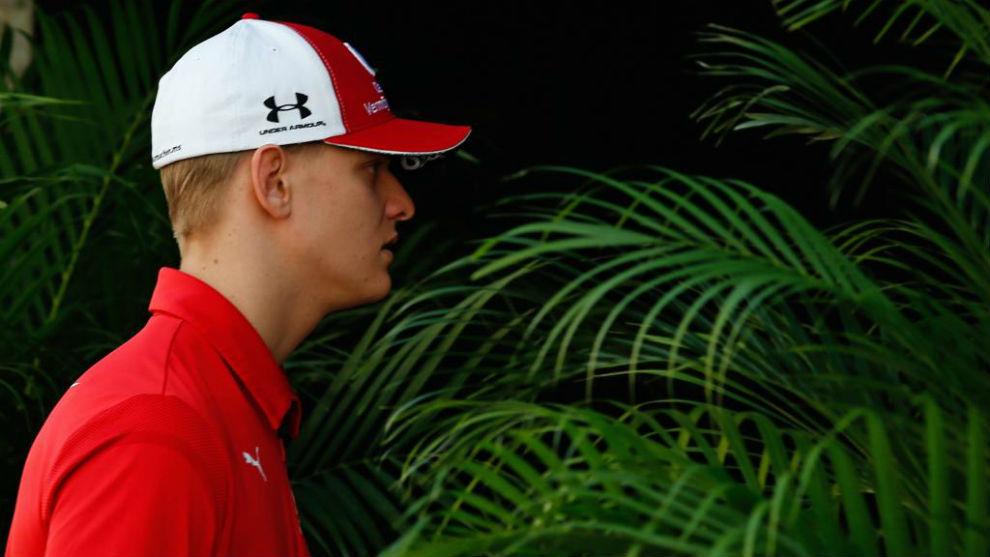Mick, en el 'paddock' del circuito Yas Marina.