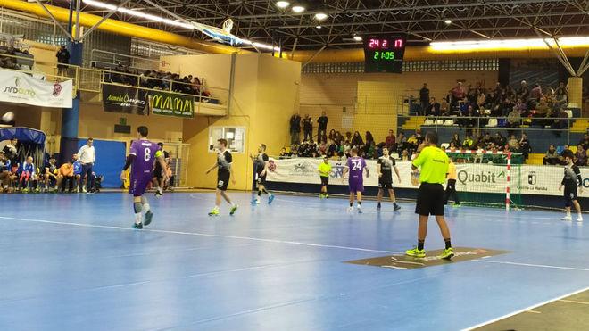 Un momento del partido entre el Guadalajara y el Atl. Valladolid /