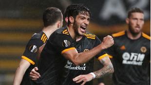 Raúl Jiménez suma siete goles en los últimos siete partidos con los...