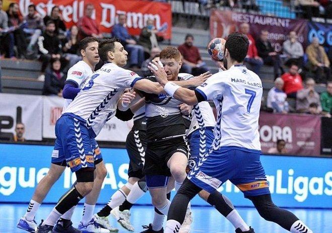 El jugador argentino del Cuenca, 'Colo' Vainstein, defendido por...