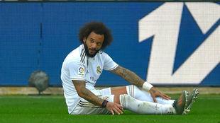 Marcelo, en el suelo tras recibir una falta.
