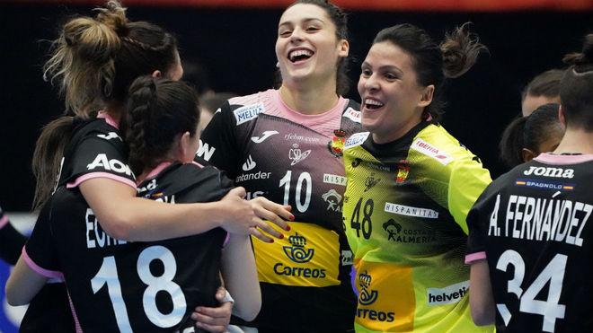 Las jugadoras españolas celebran la victoria ante Rumanía /