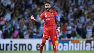 Jonathan Orozco festeja el gol ante Rayados
