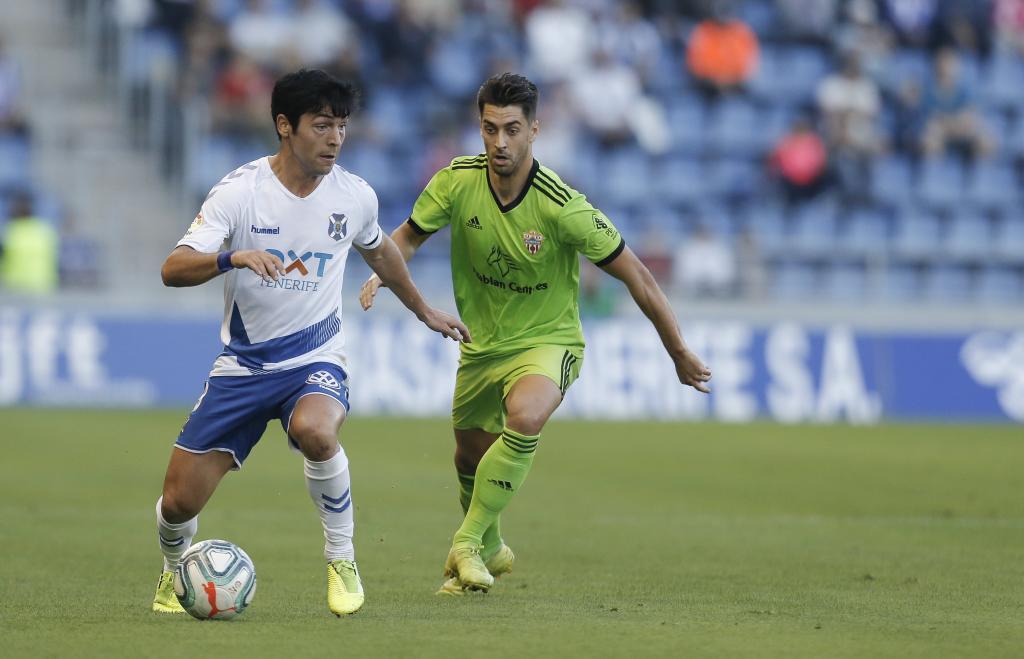 Borja Lasso, autor del gol del Tenerife, en una acción del partido