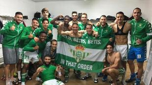 Los jugadores del Betis celebraron el triunfo en el vestuario.
